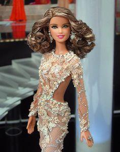 Miss USA 2012 - Estirar la alfombra roja de este año Miss EE.UU. en un vestido de noche digna de Oscar inspirada en la de los que la señorita Indonesia Universo llevaba en el reciente Concurso Miss Universo 2013