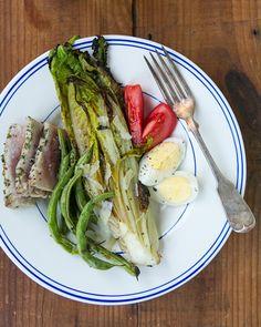 Grilled Romaine Salad with Tuna (Salade Nicoise) – A Couple Cooks Healthy Salad Recipes, Whole Food Recipes, Vegetarian Recipes, Paleo Food, Healthy Dishes, Delicious Recipes, Diet Recipes, Grilled Romaine Lettuce, Nicoise Salad
