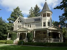 The Columbia River - Officers Row, Vancouver, Washington Grant House, Rental Space, Vancouver Washington, House With Porch, Victorian Homes, Vintage Homes, Architecture Details, Victorian Architecture, Queen Anne