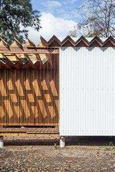 Madera House / Estudio Borrachia / Wood Structure / wood wall / tectonic house / Exaltación de la Cruz, Buenos Aires, Argentina / 2016 / metal wall detail