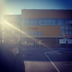 """Saluti dall'ingresso del mio """"ufficio mobile"""". #vitadablogger #ruggerolecce"""