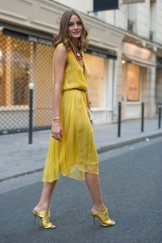 Olivia Palermo Streetstyle in Yellow Dress Estilo Olivia Palermo, Olivia Palermo Style, Fashion Blogger Style, Love Fashion, Autumn Fashion, Fashion Outfits, Reign Fashion, Paris Fashion, Bon Look
