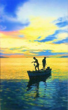 pescadores al atardecer: Puerto La Cruz, Venezuela