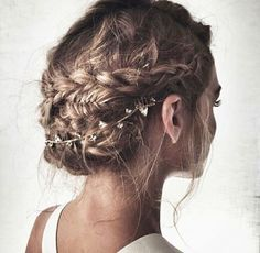 Peinado de novia ; trenza en moño despeinado
