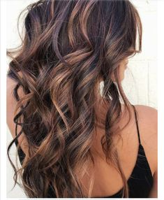 11 Fall Hair Color Trends That Are Going to Be Huge This Year See the best fall hair colors and trends like cold brew hair, flannel hair, Blonde with red undertones, Warmed-up brunette, Rose. Hair Color 2018, Hair Color And Cut, Cool Hair Color, 2018 Hair Color Trends, Hair Color For Dark Skin, Fall Hair Trends, Hair 2018, Fall Hair Color For Brunettes, Fall Hair Colors