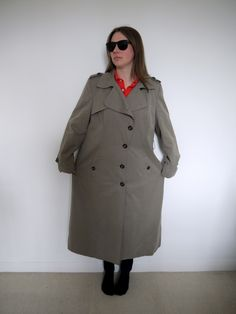 Kate Middleton inspired refashion...you will not believe what she does to this coat! Amazing!!! I need to practice practice so I can do this too.