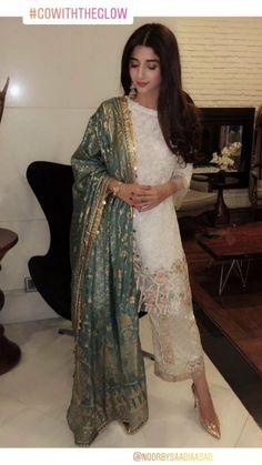 Fashion Advice That Everyone Out There Should Know – Designer Fashion Tips Pakistani Party Wear, Pakistani Wedding Outfits, Pakistani Couture, Pakistani Dress Design, Pakistani Dresses, Indian Dresses, Pakistani Salwar Kameez, Salwar Suits, Anarkali