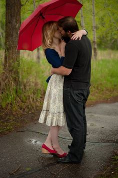Engagement photo idea Red umbrella couple in love couple kissing engagement couple kissing in the forest www.ckoop.com Photos by c koop photography