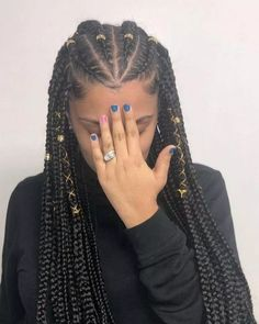 All styles of box braids to sublimate her hair afro On long box braids, everything is allowed! For fans of all kinds of buns, Afro braids in XXL bun bun work as well as the low glamorous bun Zoe Kravitz. Feed In Braids Hairstyles, Braided Hairstyles For Black Women, Braids For Black Hair, African Hairstyles, Ponytail Hairstyles, Black Girl Braids, Natural Braided Hairstyles, Braided Updo, Cornrows Natural Hair