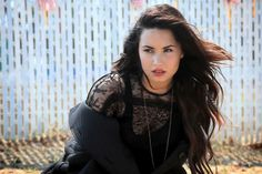 behind the scenes of ELLE photo shoot with Demi Lovato