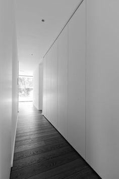 Mooie ingebouwde kast for gjengen Or Architecten - Lilly is Love Closet Door Storage, Glass Closet Doors, Bedroom Closet Doors, Hallway Storage, Wardrobe Doors, Cupboard Storage, Storage Room, Modern Closet Doors, Cupboard Doors