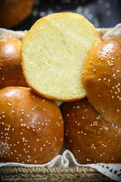 This buttery brioche bun recipe is so fluffy and perfect for any burger or sandwich. The moment you sink your teeth into the brioche rolls you'll fall in love! Brioche Rolls, Brioche Bun, Bread Machine Recipes, Bread Recipes, Brioche Bread Machine Recipe, Homemade Brioche, Homemade Breads, Hamburger Bun Recipe, Homemade Hamburger Buns
