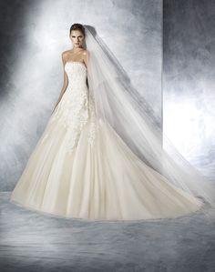 bb81f1a3f458 Abito da sposa in pizzo White One 2016 by Pronovias FG per Bride Project  Buttrio www.brideproject.it