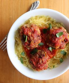 Pin for Later: Low-Carb Dinner Recipes You'll Want to Add to Your Rotation Paleo Meatballs and Spaghetti Squash This Paleo spin on spaghetti and meatballs uses spaghetti squash as a nutrient-rich alternative to traditional pasta.