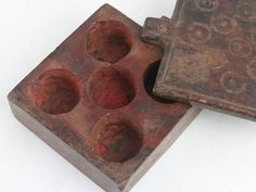 These are beautiful carved small wooden tikka boxes and pots used for storing coloured dye / tikka, which is mixed with water to make a red / orange or pink paint for ceremonies. Unique Gifts, Best Gifts, Money Jars, Antique Christmas, Vintage Gifts, Vintage Furniture, Vintage Antiques, Pots, Christmas Gifts