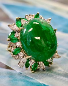 Delicious cabochon emerald of 33 cts surrounded by diamonds and set in platinum and gold. Coming up this Spring at Dupuis. India Jewelry, Jewelry Art, Vintage Jewelry, Jewelry Design, Diamond Gemstone, Diamond Heart, All Gems, Royal Jewels, Emerald Rings