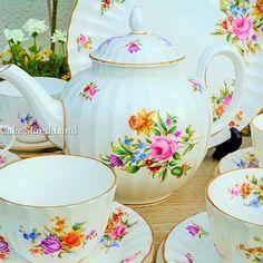 ROYAL WORCESTER ROANOKE VINTAGE TEA SET WITH TEAPOT
