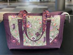 Sac Carioca en violet et vert floral cousu par Stéphanie - Patron Sacôtin