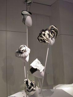 Stephen Jones, Accent of Fashion Hat Display, Visual Display, Tavi Gevinson, Stephen Jones, Kensington And Chelsea, Boutique Interior Design, Hat Shop, Shop Window Displays, Fascinators