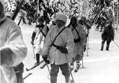 Finnish troops on skis in snowy terrain, 1940