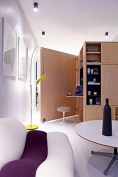 Porte meuble sur roulette servant de séparation de pièce une fois ouverte
