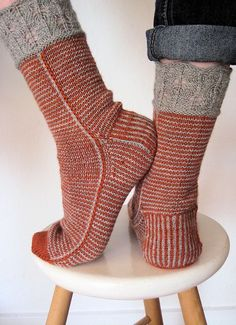 Crochet Patterns Mittens Ravelry user gardenflower& Laurelhurst in red Crochet Socks, Knit Mittens, Knitting Socks, Hand Knitting, Knitting Patterns, Knit Crochet, Knit Socks, Crochet Patterns, Slipper Socks