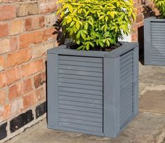 Freeport Park The Emanuel Wooden Planter Box is a contemporary design prepainted in a grey finish. The planter comes pre-assembled with a removable plastic liner for ease of use. Back Gardens, Outdoor Gardens, Courtyard Gardens, Outdoor Garden Furniture, Outdoor Decor, Garden Planter Boxes, Small Shrubs, Square Planters, Thing 1