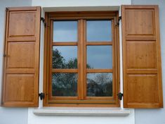 A bezáráshoz kattintson a képre , használja a balra és jobbra billentyűket a léptetéshez. Wooden Window Design, Home Window Grill Design, Door Design, House Design, Upvc Windows, Wooden Windows, Home Look, Building A House, House Plans