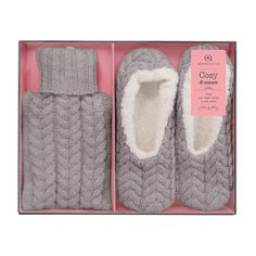 The Aroma Home grey hot water bottle and slippers gift set is a great gift combination for ladies who like to feel cosy. Both the slippers and hot water bottle cover are made from grey acrylic and lambswool in a classic cable knit with shimmer thread. The hot water bottle is a cute miniature size with a 500ml capacity. Beautifully packaged in a presentation box, it's a great gift for family and friends. #gift #wool #christmas #cosy