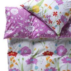 Die neue Flower Power: Bei der Springfield-Bettwäsche blühen Ihnen gut gelaunte Farben und die vergnügte Stimmung einer Frühlingswiese.  Das Set umfasst einen Bettbezug und einen Kissenbezug mit praktischen Reißverschlüssen. Reine Baumwolle in feiner Perkal Qualität. Das dichte Gewebe und die besondere Kämmung der Fasern machen die Baumwolle besonders weich und leicht glänzend. Eine weitere Größe und einzelne Kissenbezüge erhältlich.