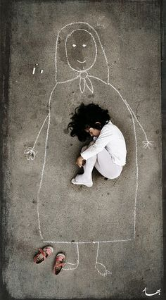 HOW is my mother Image by an Iraqi artist taken in an orphanage. This little girl has never seen her mother, so she drew a mom on the ground and fell asleep with her. <--- being like a mother to a girl like this is a dream Poesia Visual, Illustration, Jolie Photo, Black And White Photography, How To Fall Asleep, Art Photography, Lonely Girl Photography, Poverty Photography, Loneliness Photography