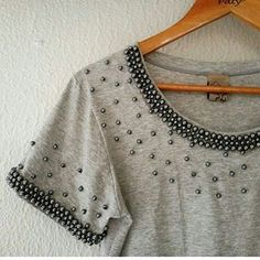 This Pin was discovered by Elż Kurti Neck Designs, Blouse Designs, Diy Fashion, Womens Fashion, Fashion Design, Shirt Makeover, Diy Tops, Shirt Embroidery, Mode Streetwear