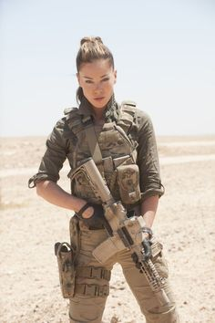 - Hot Military Babes - Sexy Girls & Guns - Girls With Weapons - Soldaten Idf Women, Military Women, Military Female, Military Weapons, Military Army, Mädchen In Uniform, Female Soldier, Army Soldier, Future Soldier