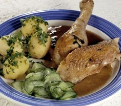 Old fashioned danish pot roast chicken with cucumber salad and new potatoes. We'll have a recipe for this in our book from Brødrene Price!