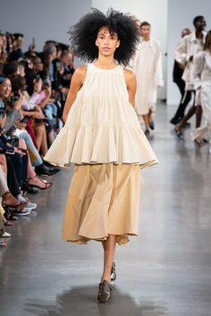 Vogue Paris, Backstage, Spring Fashion, Fashion Show, Women's Fashion, Fashion Trends, Fashion Silhouette, Big And Beautiful, Mannequins