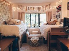 college dorm room - neutral colors/Urban Outfitters Probably wouldn't put the chair there but I like the colors College Living Rooms, College Bedroom Decor, College Room, Apartment Living, Girl College Dorms, Bedroom Wall, Bedroom Ideas, College Life, Doorm Room Ideas