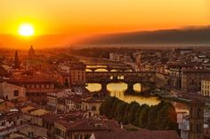 Panorámica de #Florencia dividida por el río #Arno. http://www.florencia.travel/