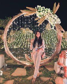 Wedding Stage Design, Desi Wedding Decor, Engagement Decorations, Wedding Ceremony Decorations, Bridal Portrait Poses, Indian Wedding Photography Poses, Wedding Entrance, Boho, Management Company