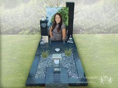 Cemetery Monuments, Cemetery Headstones, Cemetery Art, Graveside Decorations, Unusual Headstones, Tombstone Designs, Cemetery Decorations, Memorial Flowers, Funeral Planning