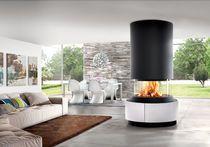 Moderner zentraler Kamin (Geschlossene Holz-Feuerstelle)