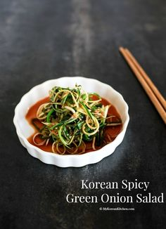 This salad is the most well-known Korean BBQ salad. It pairs very well with Korean pork belly BBQ! Korean Bbq Side Dishes, Side Dishes For Bbq, Poulet Caprese, Asian Recipes, Healthy Recipes, Hawaiian Recipes, Yummy Recipes, Bbq Salads, Korean Kitchen