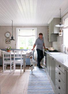 Halvor Bakke, bolig, Stavern Norwegian House, Hanging Canvas, Cozy Kitchen, Ikea, Modern Kitchen Design, Scandinavian Style, Kitchen Interior, Interior Inspiration, Sweet Home