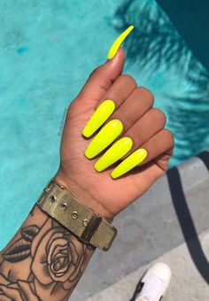 Kylie Nails, Aycrlic Nails, Cute Nails, Pretty Nails, Nail Nail, Manicures, Neon Yellow Nails, Neon Nails, Nail Art Videos