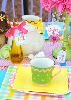 Place setting at a Alice in Wonderland Party #aliceinwonderland #party