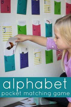 Alphabet Pocket Matching Game for Preschoolers. Simple way to explore the alphabet! Toddler Learning Activities, Literacy Activities, Educational Activities, Fun Learning, Teaching Kids, Learning Spanish, Teaching Resources, Abc Games For Toddlers, Learning Games For Preschoolers