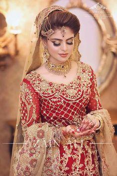 Barat Bride Viah Dress Jewelry In 2019 Bridal Makeup Beautiful Pakistani Bridal Makeup, Pakistani Wedding Dresses, Bridal Lehenga, Wedding Party Dresses, Indian Bridal, Pakistani Bridal Hairstyles, Pink Lehenga, Wedding Outfits, Lehenga Choli