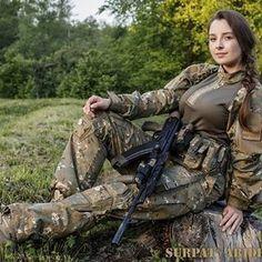 Girl Photos, My Photos, Outdoor Girls, Female Soldier, Military Girl, Military Women, Einstein, Bear Art, Sexy Teens