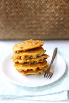 Hartige pannenkoekjes met prei en kikkererwten Vegetarian Recipes, Healthy Recipes, Dinner Is Served, Vegan, Lunches, Baking Recipes, Good Food, Appetizers, Snacks