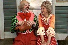 Lasten tv-ohjelmat: Pikku Kakkonen / Sirkuspelle Hermanni Sirkuspelle Hermanni on päättänyt tehdä ennustajatar Sylviasta rouva Hermanskan. Sitten ei olisi enää reikiä sukissa ja rakkauden nuotiolla riittäisi lämmintä. Ensin pitäisi kuitenkin kosia.