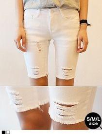 Today's Hot Pick :ダメージカット5分丈スキニーパンツ http://fashionstylep.com/SFSELFAA0013108/hkm0977jp/out カジュアルなダメージ加工5分丈パンツ!! スパン配合のコットン素材を使用しました。 タイトにフィットしスリムな美脚を演出します。 カジュアルなTシャツやチェックシャツとのコーデがおすすめ◎ ダメージ部分は若干透け感がありますのでご参考ください。 ◆2色:ブラック/ホワイト